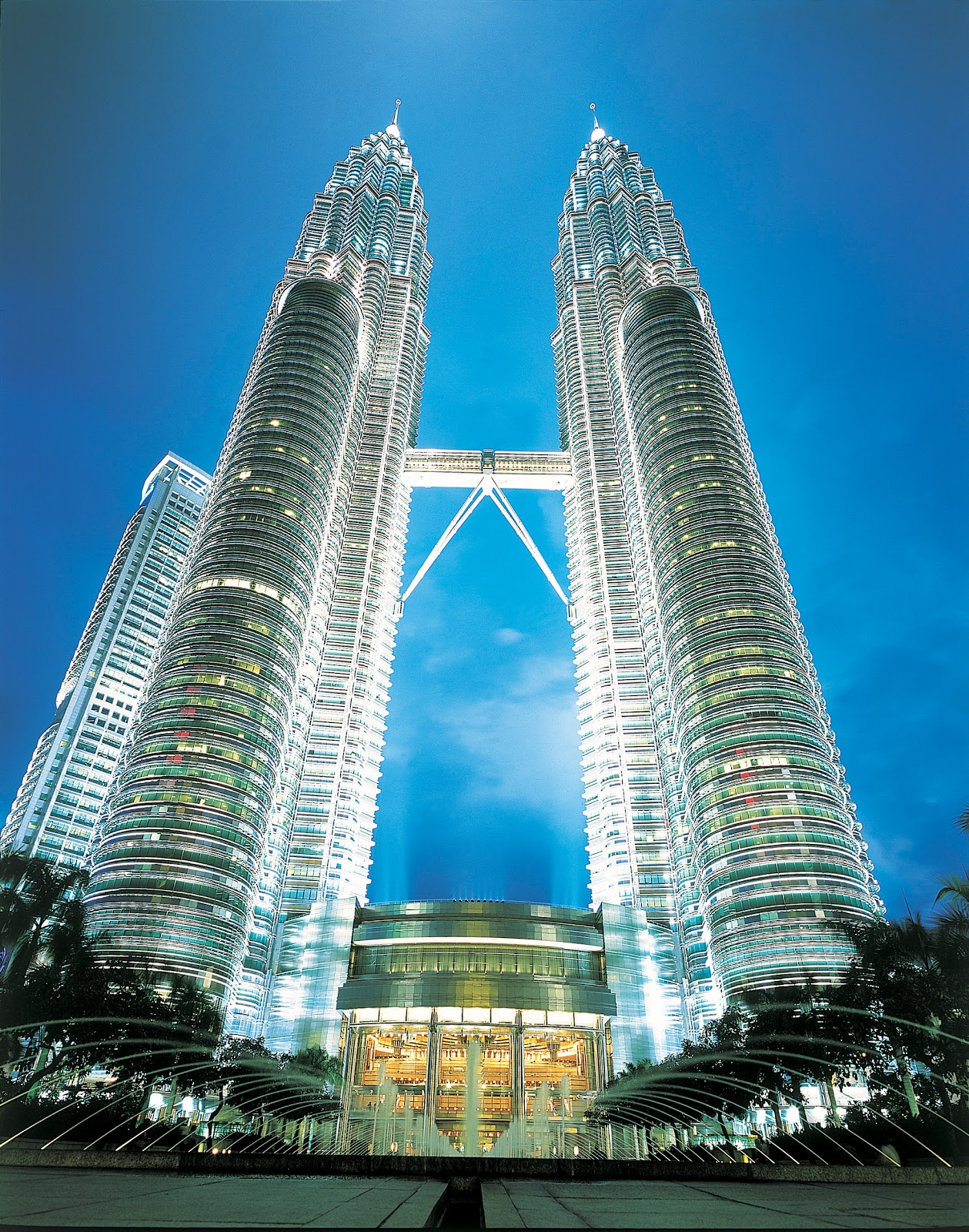 malaysia tourism Explore malaysia holidays and discover the best time and places to visit | buzzing cities, culinary sensations, beautiful beaches, idyllic islands and national parks with wildlife-packed rainforests – all of this can be found in malaysia.