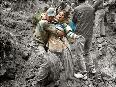 Saving a woman - Indian Army Rescue in Uttarakhand floods