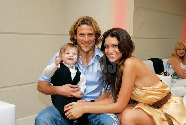 All Football Players: Diego Forlan Wife Zaira Nara Pictures