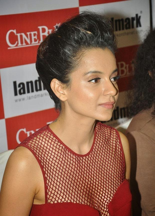 kangana Ranaut without bra huge cleavage seen exposed wardrobe malfunction pics hd