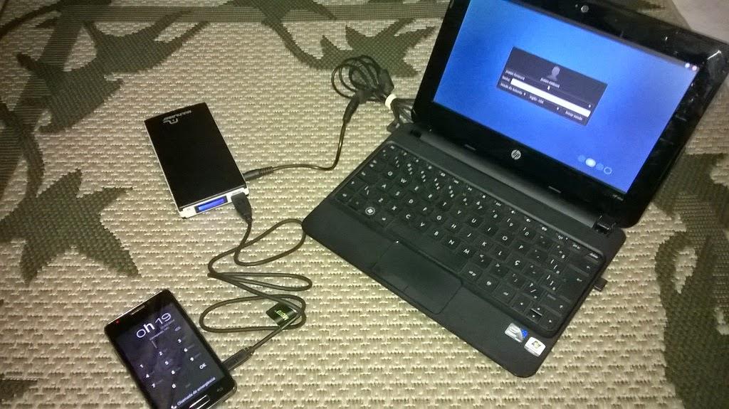 bateria externa multilaser alimentando notebook smartphone