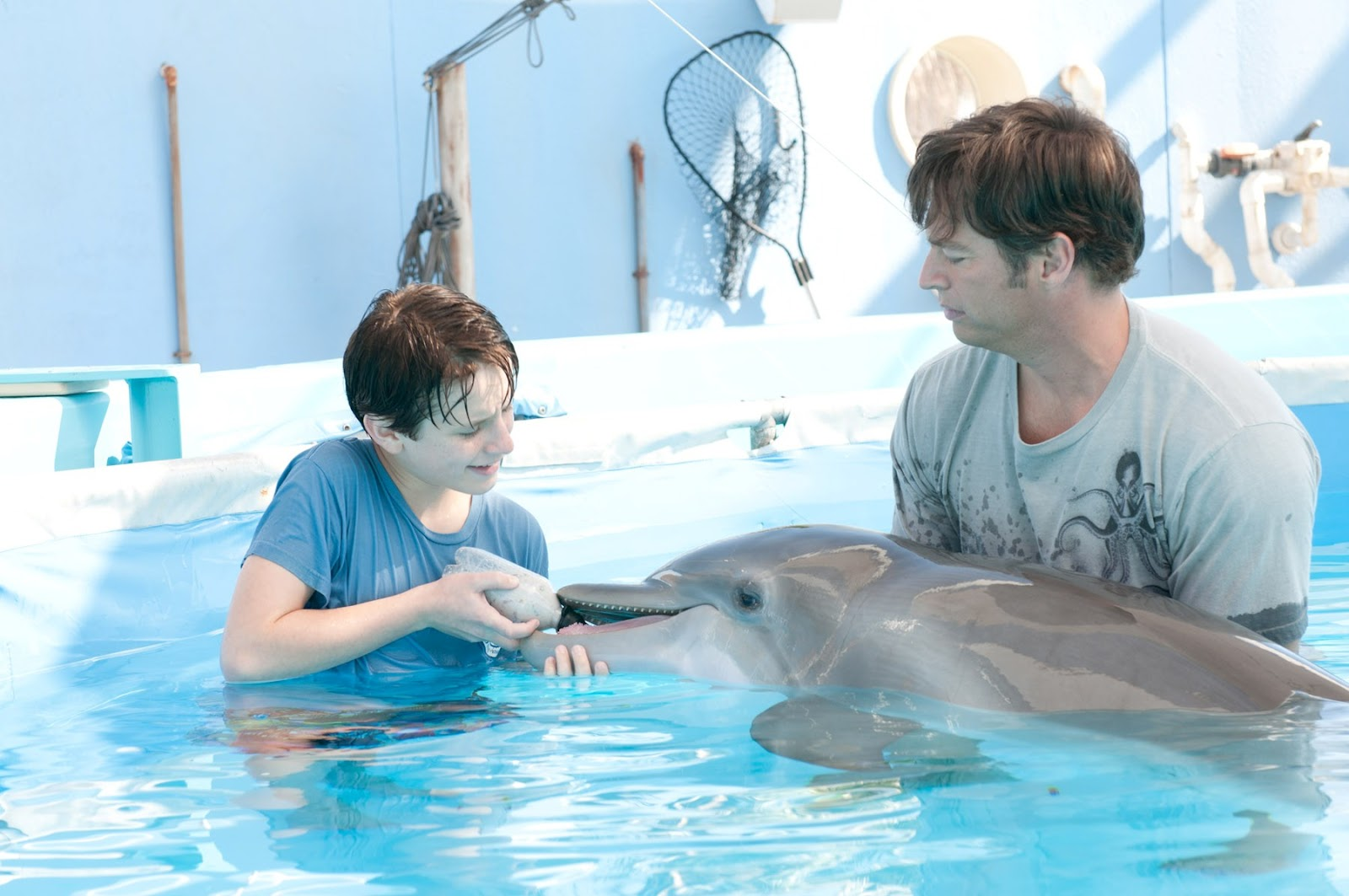 http://4.bp.blogspot.com/-O2BqkYc9No8/TzHKiitYCHI/AAAAAAAAC4g/RvS-XWhypjs/s1600/Dolphin_Tale_movie_image_Harry-Connick-Jr-1.jpg