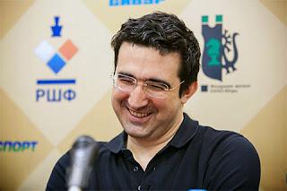Le sourire éloquent du Russe Vladimir Kramnik qui vient de battre ronde 2 son compatriote Sergey Karjakin - Photo © ChessBase