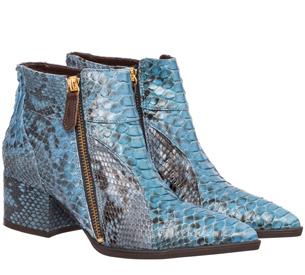 Luiza Barcelos Inverno 2015 Coleção Singular bota em python azul modelo cano baixo