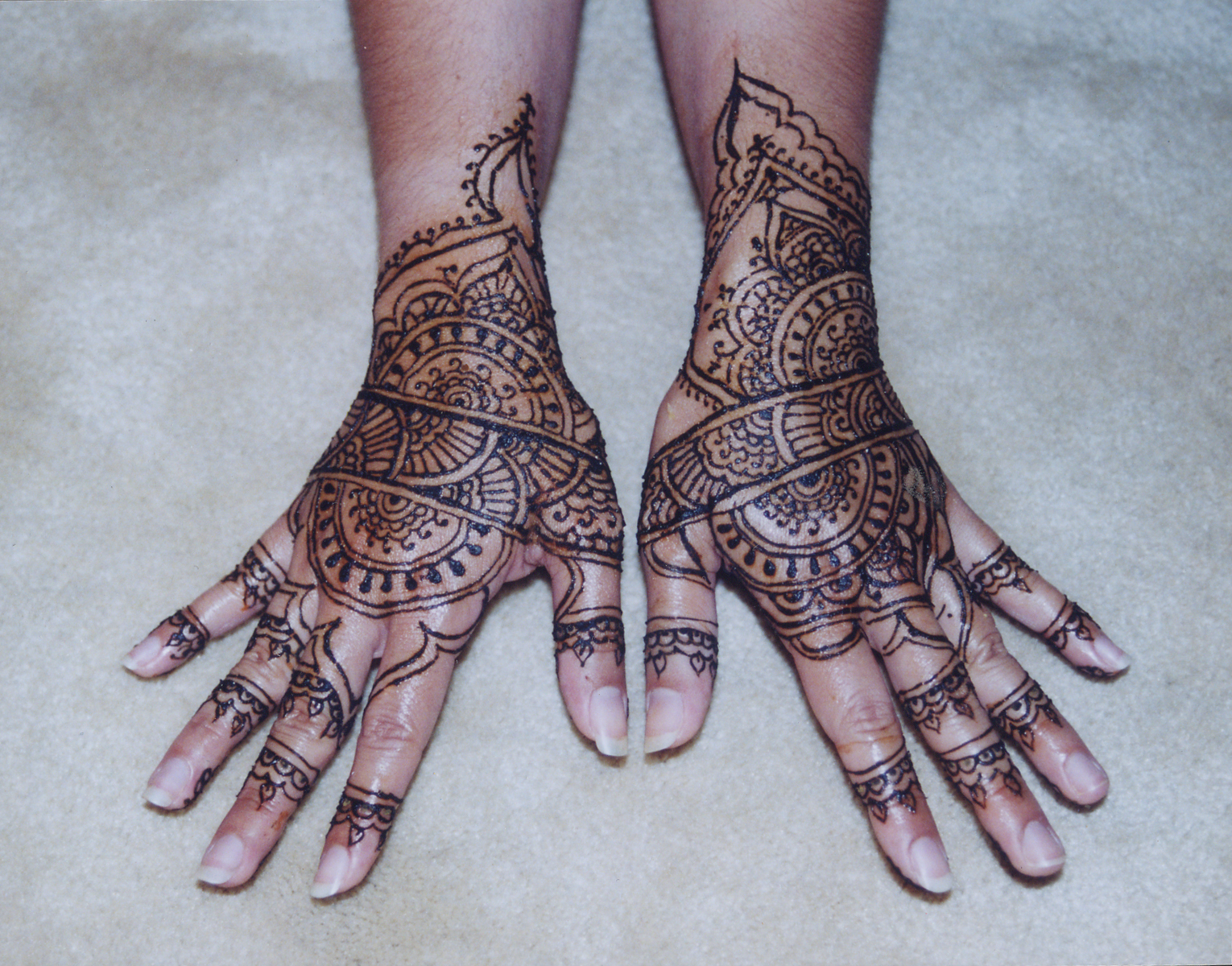 henna tattoo real