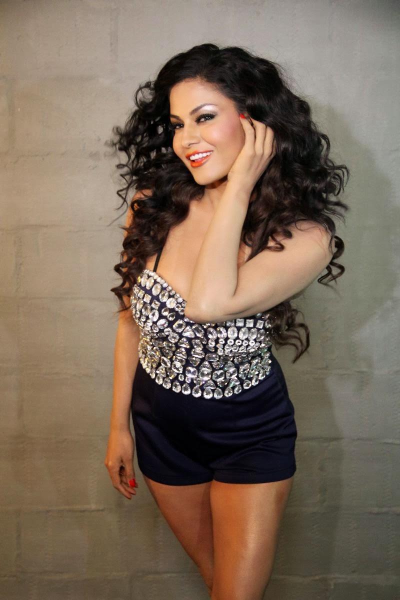 Sexy Veena Malik In Hot Blue Bikini - m Blue pictures of veena malik
