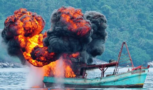 Berita kapal asing ditenggelamkan, dari pada di bom mending untuk nelayan