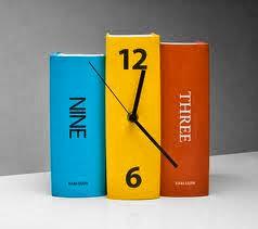 zegar z książek inspiracja książkowa