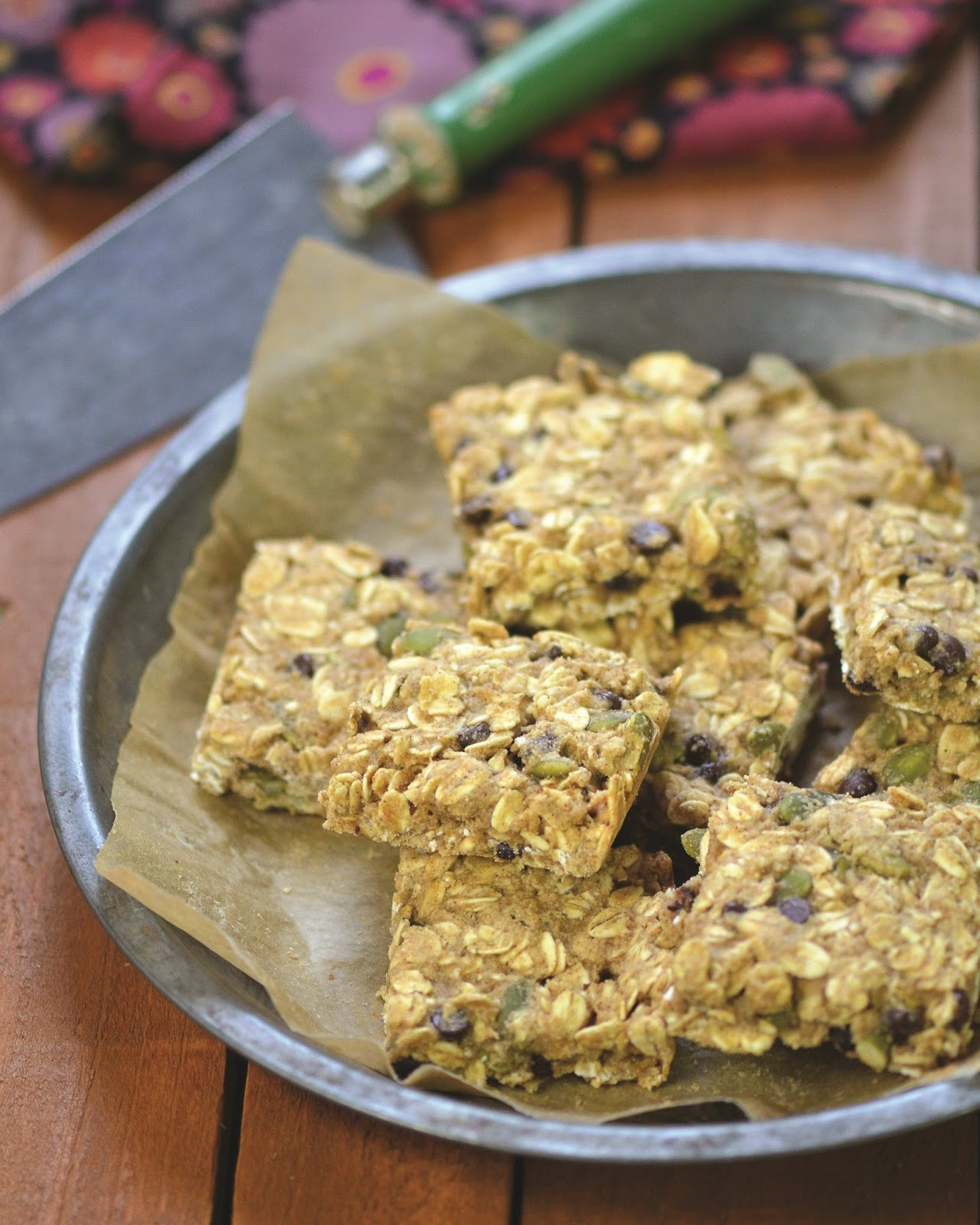 ... Free Recipe! {Pumpkin Seed and Chocolate Chip Oatmeal Breakfast Bars