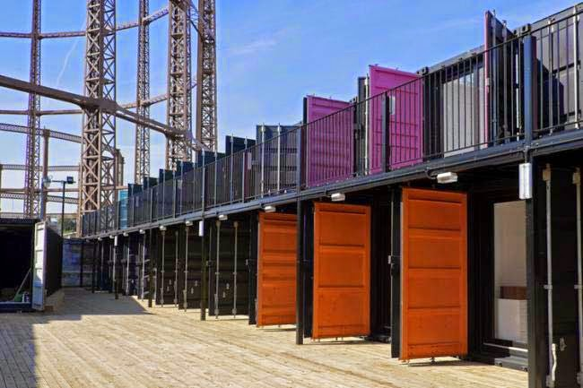 Casas contenedores containerville un complejo de for Contenedores de oficina