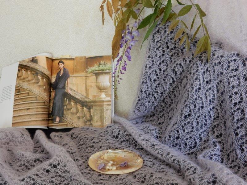 TE KOOP: GROTE kidsilk,lila Haapsalu shawl.