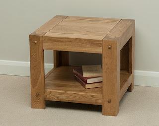 mazs žurnālu galdiņš