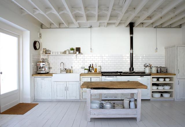 Hannas room vita golv och vita v ggar for Cocinas rusticas de obra