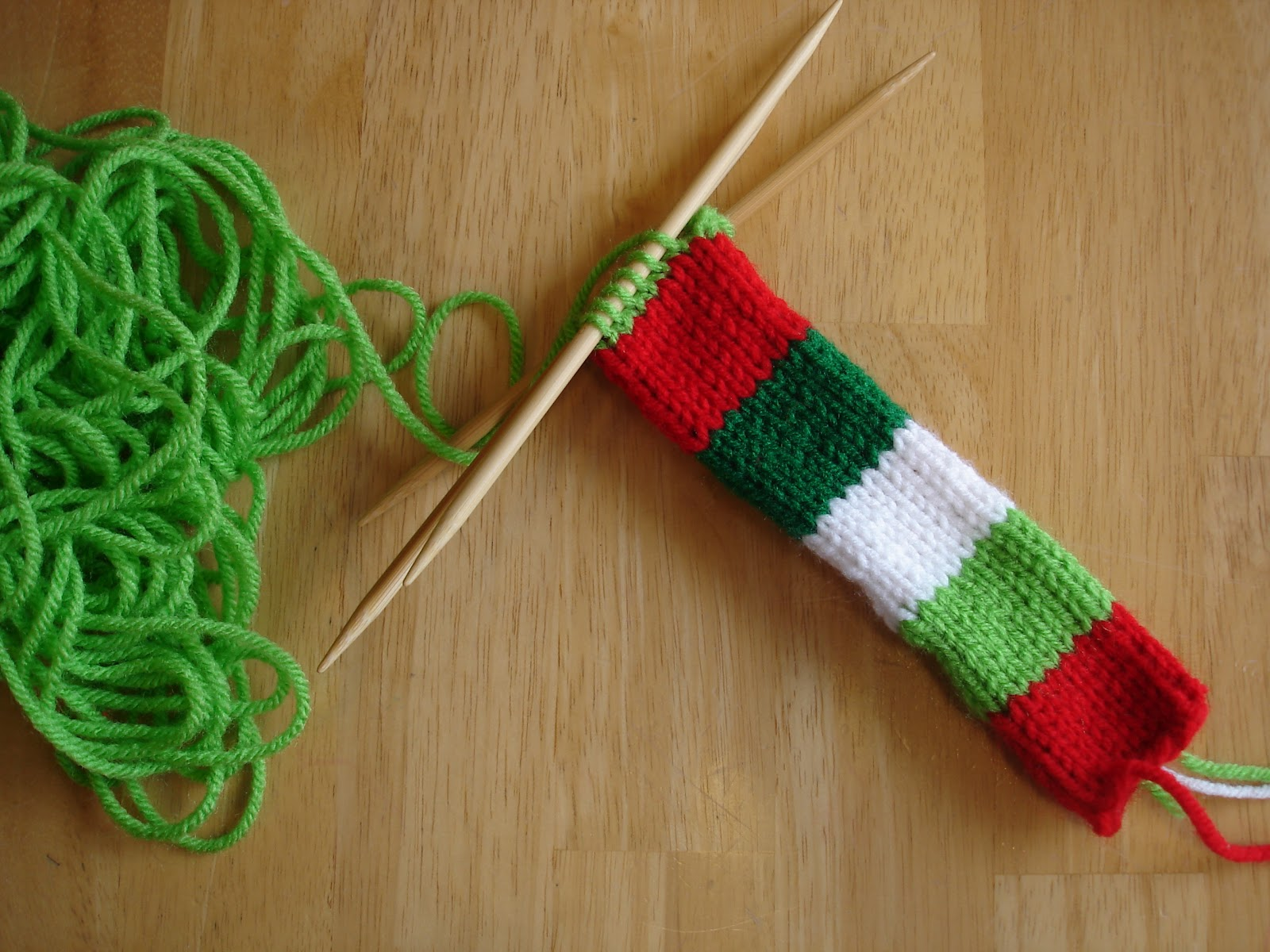 Knitted Collar Pattern : Fiber Flux: Free Knitting Pattern...Festive Dog Collar Sleeve!