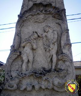 Vitrey - Croix monumentale du cimetière : Le baptème du Christ par Saint-Jean-Baptiste