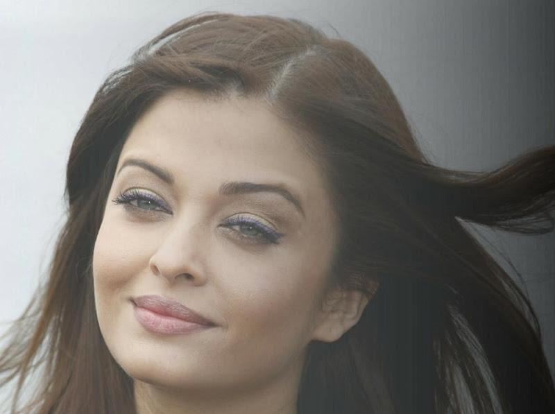 Aishwarya Rai Bachchan Heroine photocall Stills sexy stills
