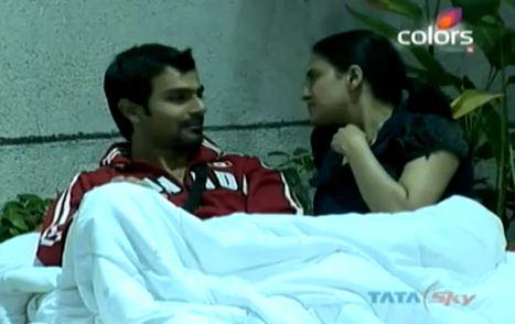 Veena Malik Kiss Video