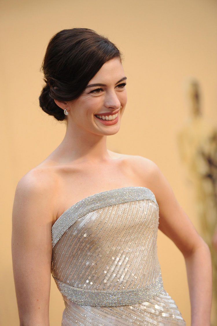 Anne Hathaway Hair Color 30