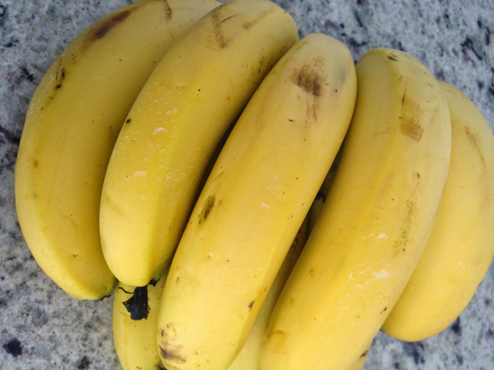 banana, rica em magnésio, libera serotonina hormônio do bom humor