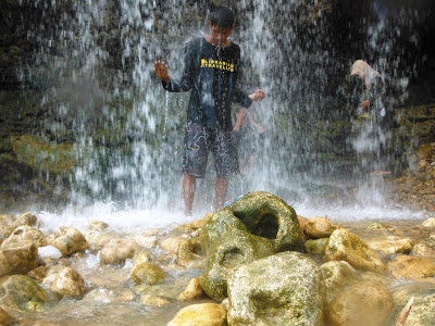Menikmati tetesan air