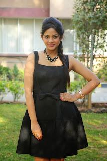 Tamil Actress Aishwarya Dutta Pictures in Black Short Dress at Tamizhuku En Ondrai Aluthavum Movie Interview 3