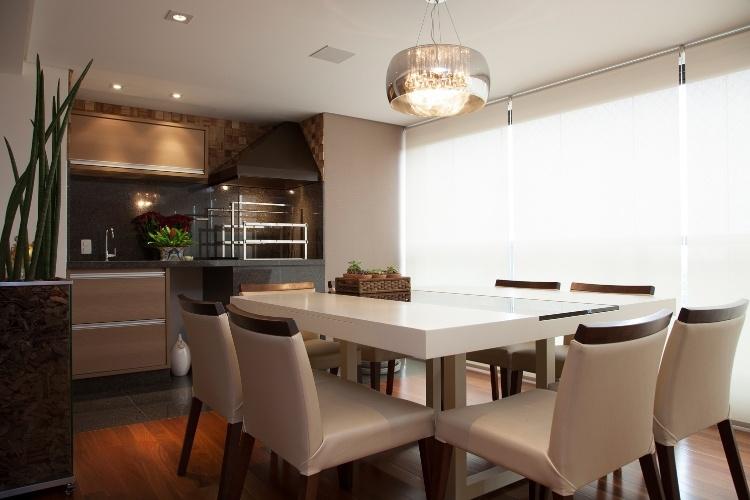 Sala De Jantar Ribeirao Preto ~  pequena com churrasqueira de ferro preto integrada a sala de jantar