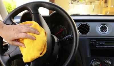 Limpiando el interior del coche