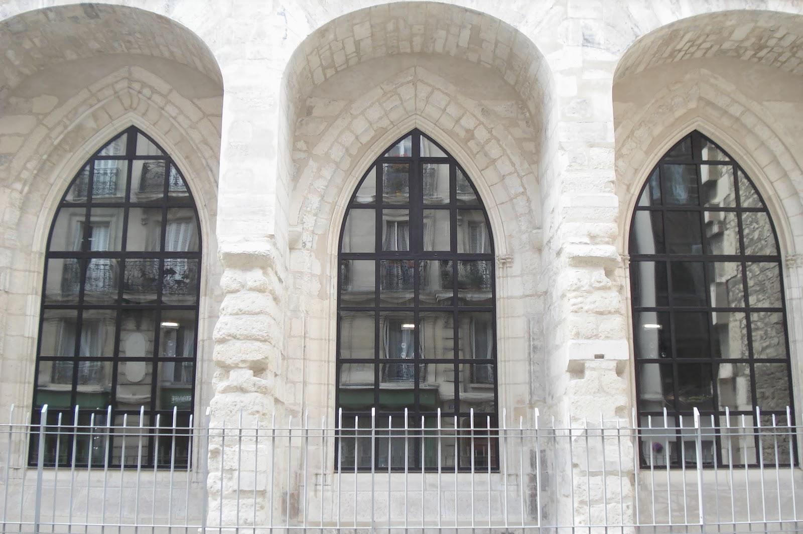 Paris on th me architecture m di vale les difices for Fenetre en ogive