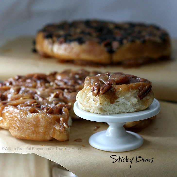 ... and a Thankful Heart: Pecan Sticky Buns from Bread Machine Dough
