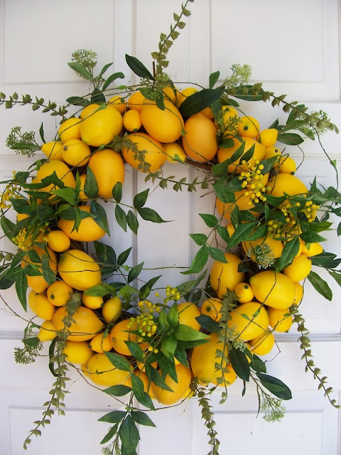 Vía Pinterest por Jennifer Walker en http://www.etsy.com/listing/79186438/lemon-wreath