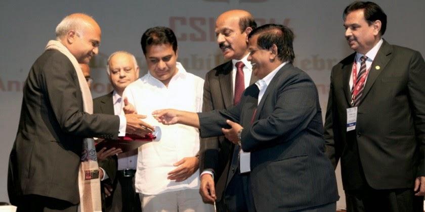 Bharat Goenka of Tally Solutions accepting CSI Honorary fellowship award 2014