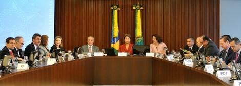 Brasil: De olho em 'risco-eleições', Dilma reúne aliados e pede apoio e união