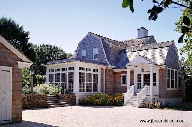 Casa residencial tradicional norteamericana renovada