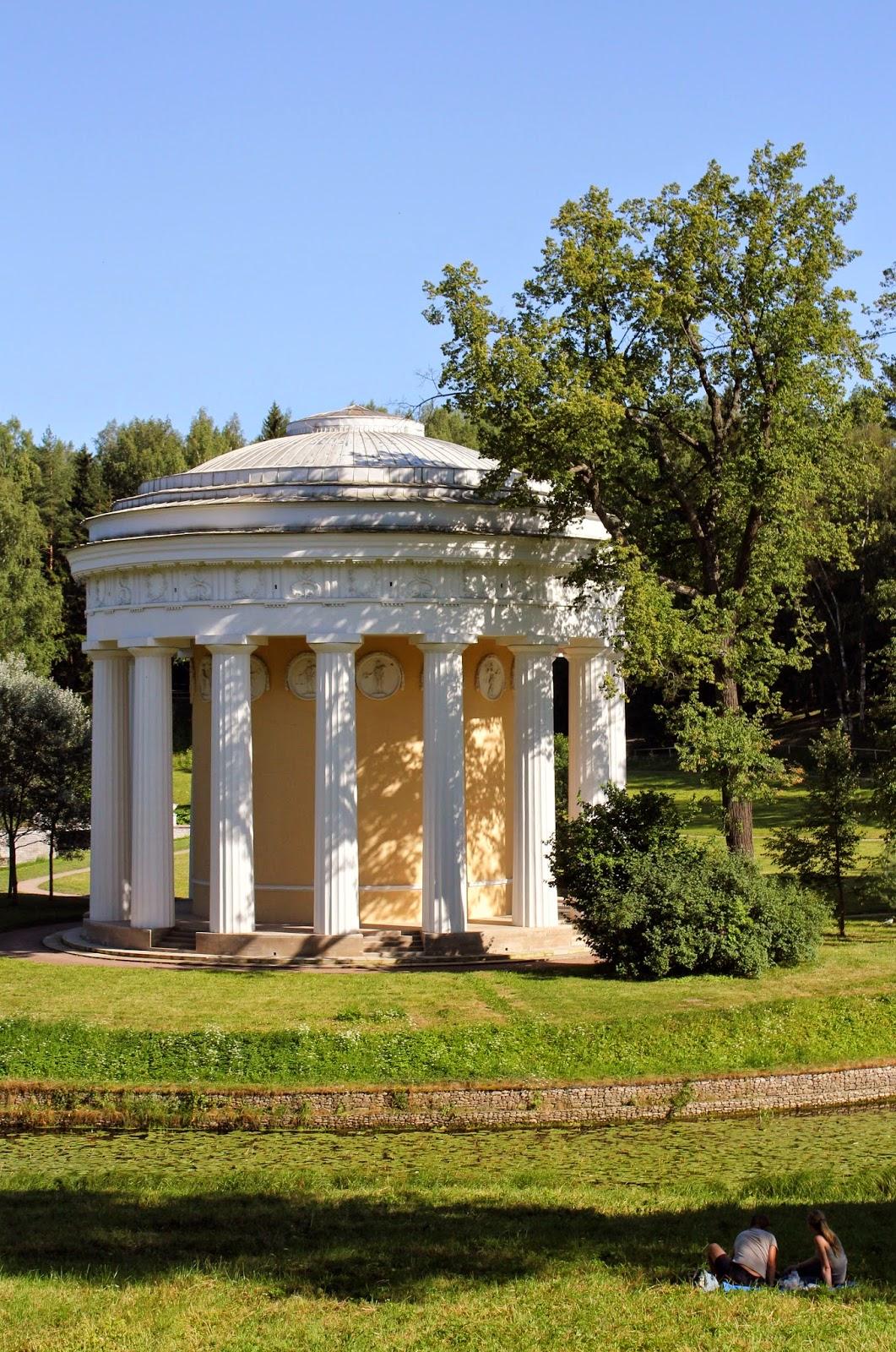 Павловский сад, здания