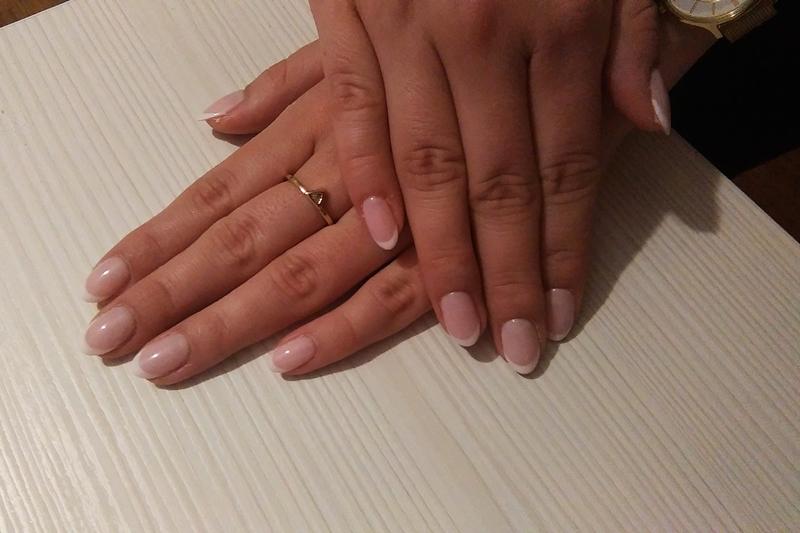french manicure hybrydowy, manicure francuzki