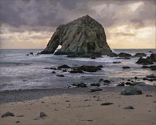 بالصور صخرة الفيل من أجمل المعالم الطبيعية بإيسلندا