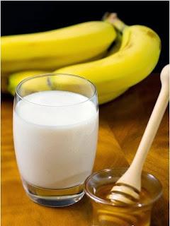 Mặt Nạ Dưỡng Ẩm cho da khô từ: Chuối – sữa chua