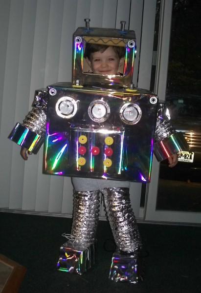 Robot de cartón idea genial para reciclar.   Quiero más diseño