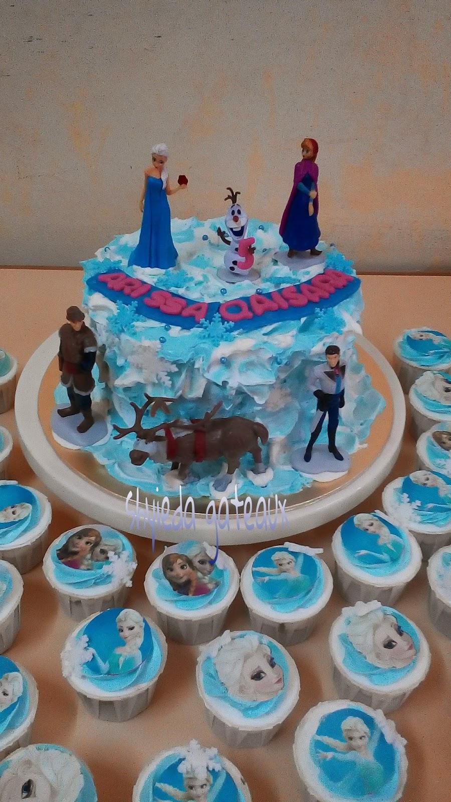 Frozen cake & cupcake