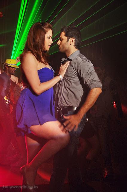 Jwala Gutta hot Gundejari Gallanthainde movie