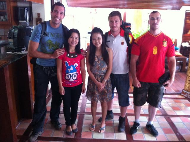 En Chian Mai con las recepcionistas