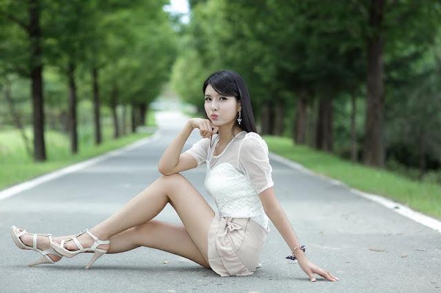 Lee Sung Hwa leggy