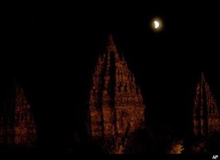 Gambar Gerhana Bulan Total 16 Juni 2011 Indonesia