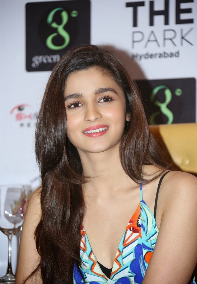 Humpty Sharma Ki Dulhania Wallpaper Wallpapers - alia bhatt in humpty sharma ki dulhania wallpapers