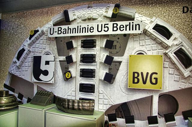 Baustelle U5-Infowaggon am Marx-Engels-Forum, Tunnelvortriebsmaschine der U5-Baustelle, Bärlinde, Rathausstraße 21, 10178 Berlin, 01.10.2013