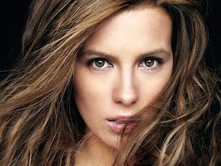 """<img src=""""http://4.bp.blogspot.com/-O7qfvJv2BoQ/UbyiHH-giOI/AAAAAAAAAfs/m82f5km_ReA/s1600/Kate-Beckinsale.jpg"""" alt=""""Kate Beckinsale""""/>"""