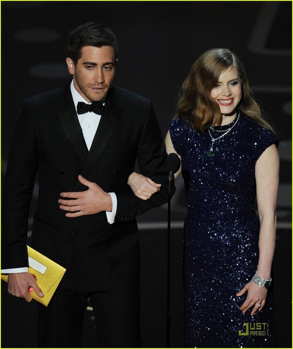 http://4.bp.blogspot.com/-O7t450Fz9CE/UAGSluavVVI/AAAAAAAADO0/EYjnjsHTINc/s1600/Jake-Gyllenhaal-Amy-Adams-Oscars-2011-Presenters-jake-gyllenhaal-19735470-1026-1222.jpg