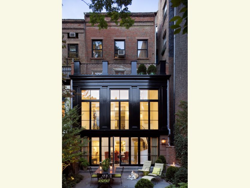 New home interior design robert a m stern townhouse in for Modern townhouse architecture