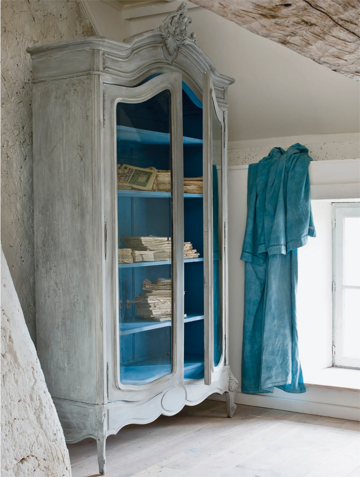 Annie Sloan Paint Tutorial The Distressed Armoire Marketplace Events