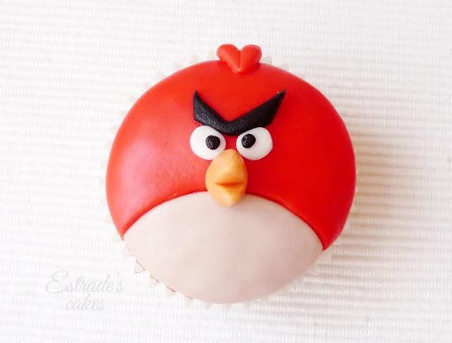 cupcakes de Angry Bird con fondant - rojo